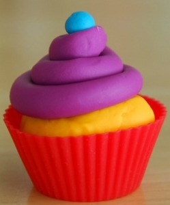 1-Play-Doh-Cupcakes-Activities-for-Kids-001